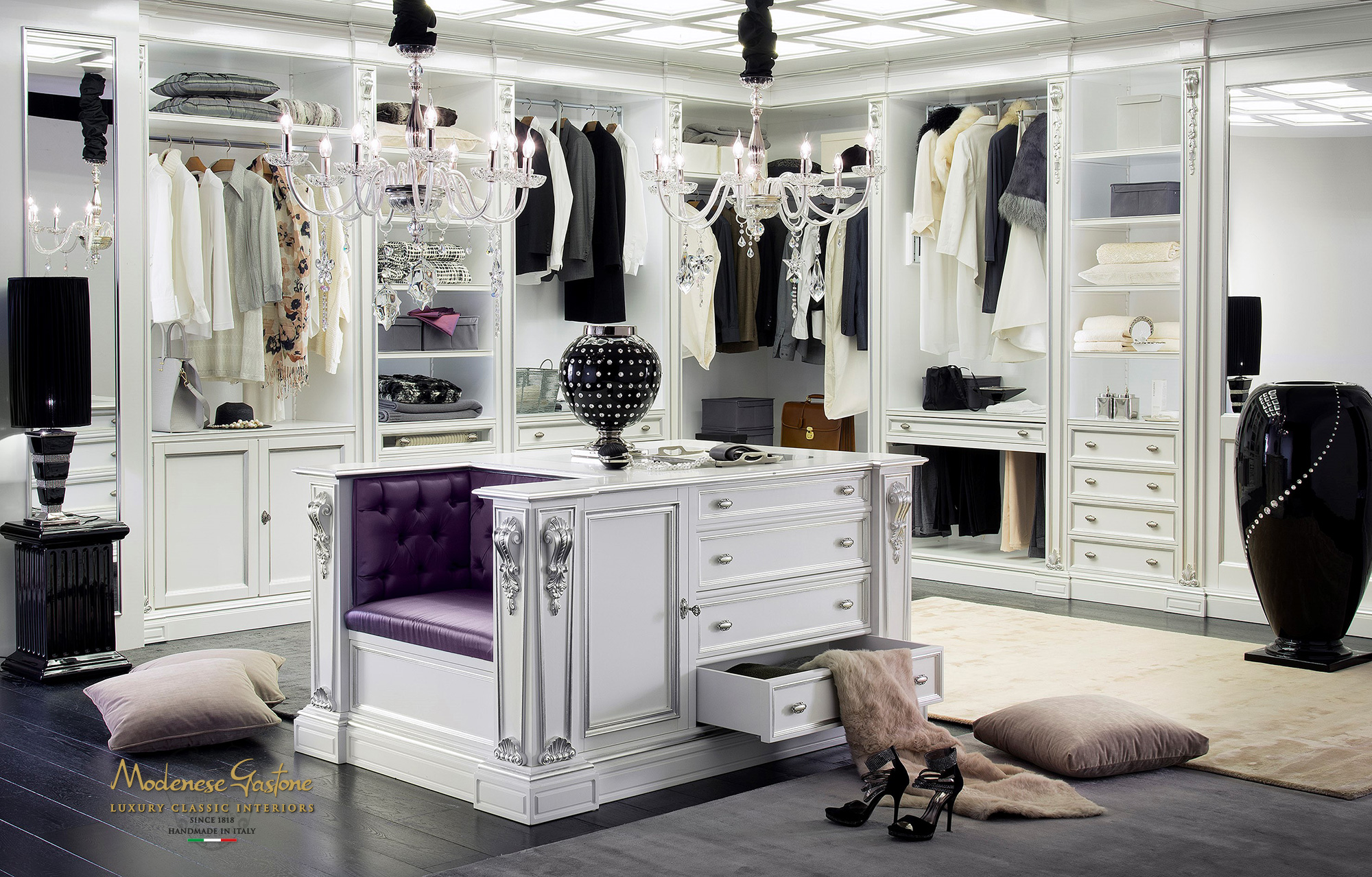 High end walk in closet design for large room classic for Walk in wardrobe closet