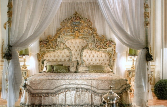Top crown bedroomtop and best italian classic furniture for Royal chair designs