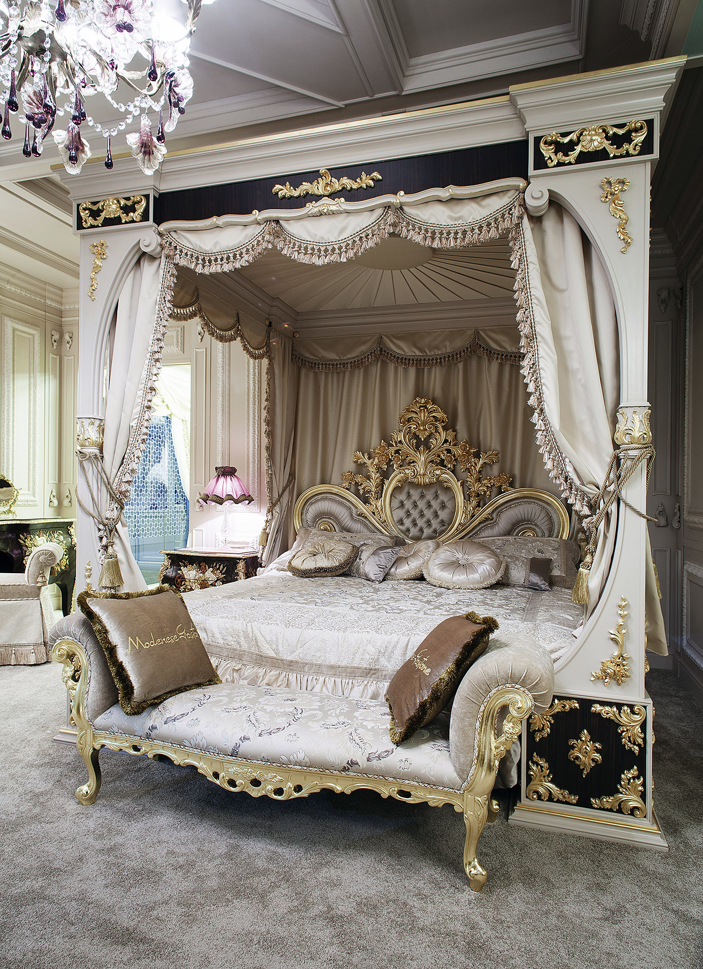 Luxury Classic Bedroom For Royal Family