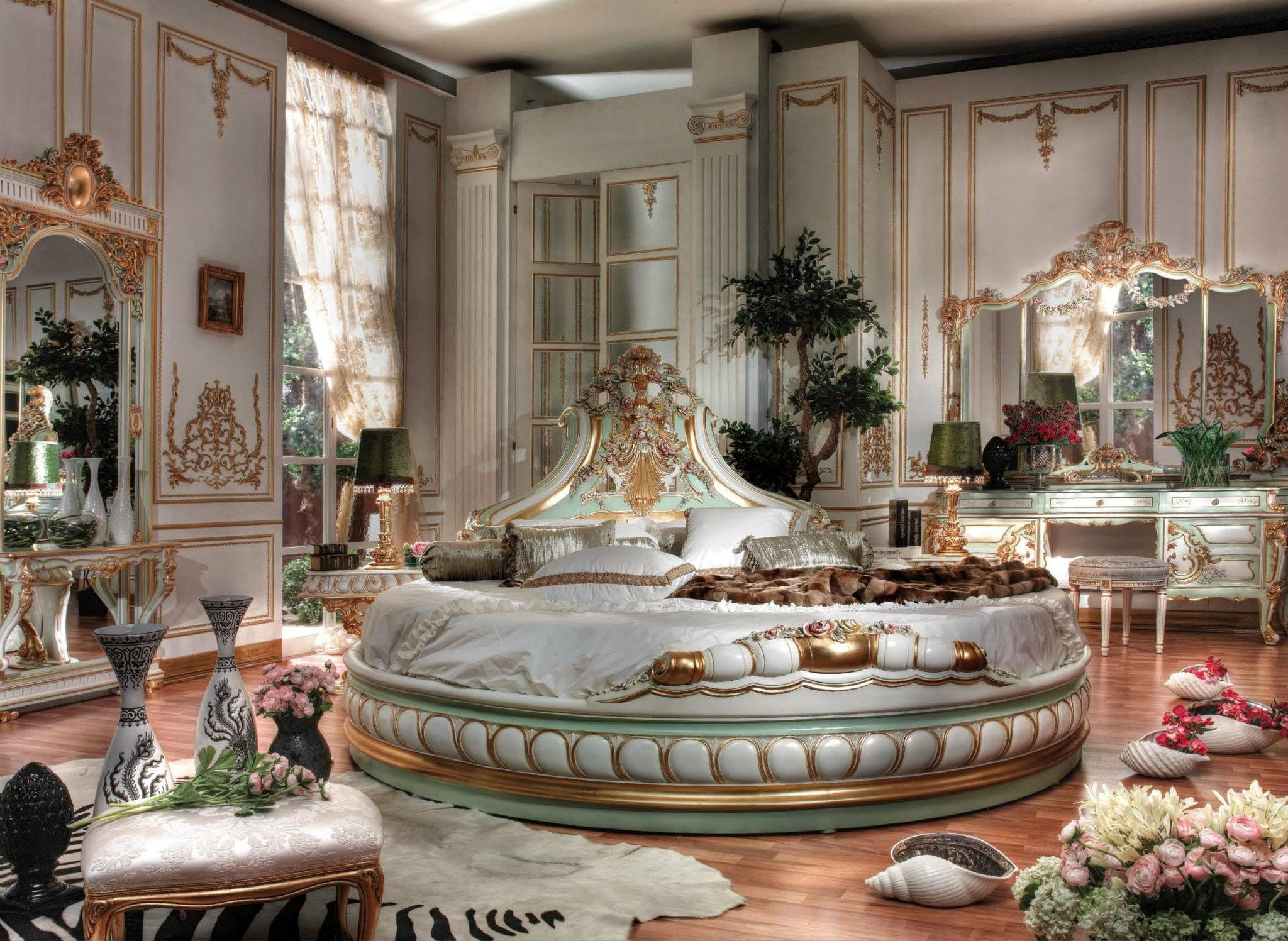 Bedroom on pinterest royal bedroom classic for Italian furniture