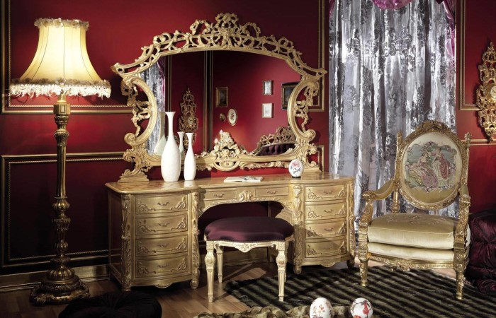 187 Bedroom In Italian Style Finished With Antique Gold
